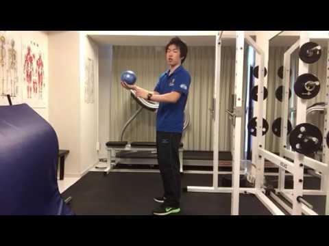 立位での体幹トレーニング足踏みエクササイズ