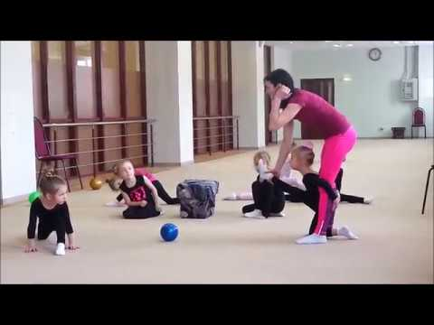Гимнастика для начинающих. Тренировка с мячом, кольцо, мостик, растяжка, шпагат и  колесо
