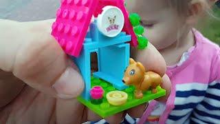Самые Веселые Детские Площадки и Развлечения открываем лего конструктор будка и собачка