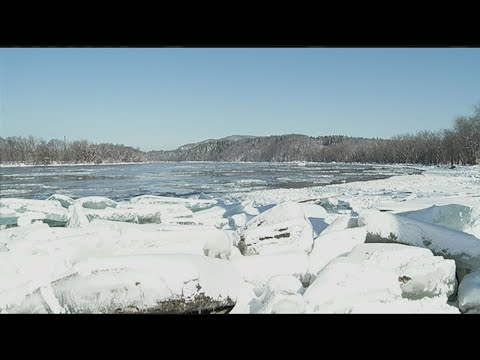 Connecticut River ice jams drawing a crowd