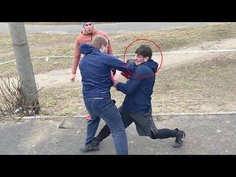 Пулеметчик Vs Мешков! Бой на улице за гаражами Моряк попал