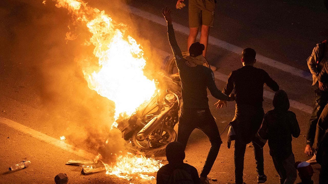 Ceuta: Clashes as Moroccan forces block access to border with Spanish enclave