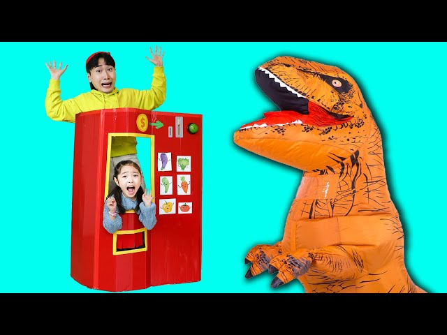 Dinosaur Pretend Play with Giant Vending machine! Vending machine collection 공룡이 거대 자판기 가게에 왔어요