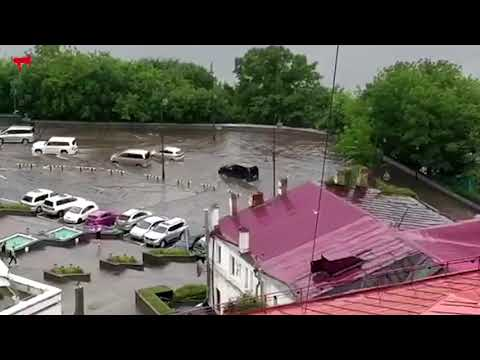 """Потоп в районе кинотеатра """"Океан"""" во Владивостоке"""