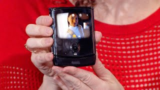 See the foldable Motorola Razr in action! (Live product demo)