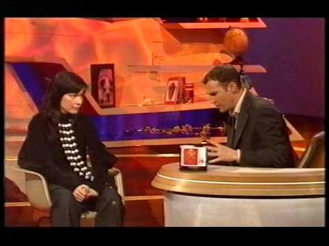 Björk - Cocoon (live) Interview with Johnny Vaughan