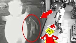 Captado en VIDEO Hombre Poseído por el Grinch destuyendo un Frosty