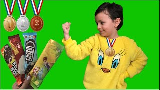 Arel Ve Annesi Madalya Yarışı Yaptı.Yarışı Kazan Dondurmayı Kap. Çocuk Videosu