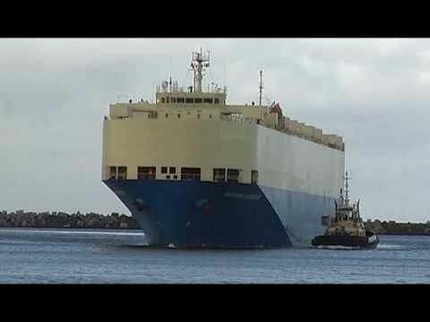 Modern Express arrives at Port Kembla