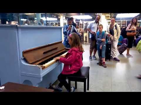 Street Perform   PIANO
