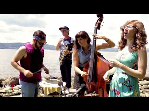 """Lake Street Dive - """"Rich Girl"""" (FUV Live at Clearwater)"""