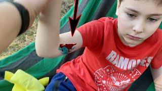 Серёжа УПАЛ с дерева. Катаемся на резиновой лодке всей семьёй. Наш выходной Влог
