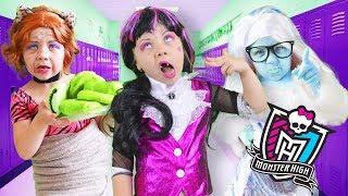 Monster High В СТАРОСТИ Клодин Вульф, Дракулаура и Эбби – старушки