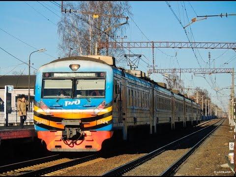 Электропоезд ЭД4М-0424 в окрасе ко Дню Победы сообщением Зеленогорск - Санкт-Петербург