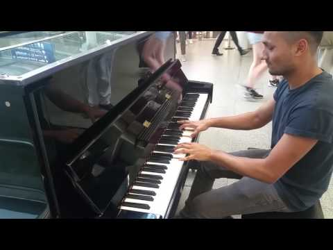 Passengers Were Shocked!!! River Flows In You, Apologise, A Thousand Years. Street Piano