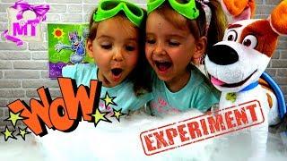 Мама и девочки устроили детские опыты и надувают шарики Видео для детей
