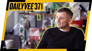 If You Are Confused About Starting a Vlog, Watch This | DailyVee 371