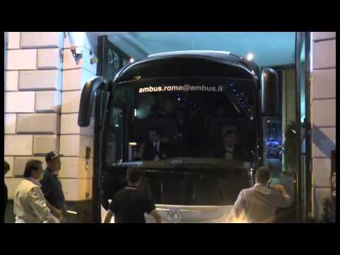 Napoli - l'arrivo del pullman della juventus -live- (25.09.15)