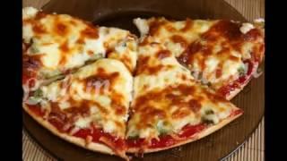 Домашняя пицца с курицей и маринованными огурчиками