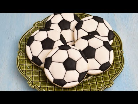 HOW TO DECORATE SOCCER BALL COOKIES with ROYAL ICING - YouTube