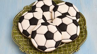 HOW TO DECORATE SOCCER BALL COOKIES with ROYAL ICING