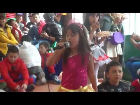 Sofía Sandoval - Campeona Karaoke 2015 - Colegio la Alameda