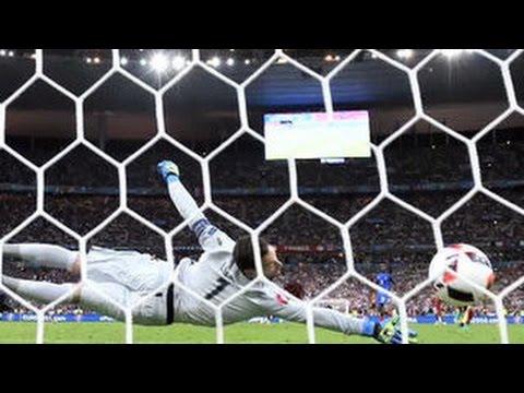 Слезы счастья Роналду: победу сборной на футбольном Евро отмечает вся Португалия