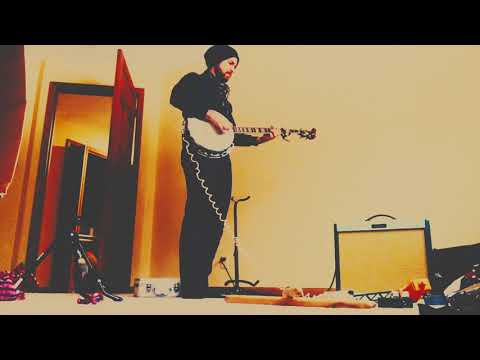 Desert blues on electric clawhammer banjo