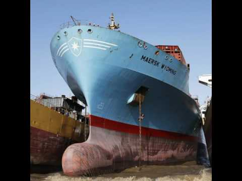 SHIP BREAKING YARD AT ALANG,GUJARAT,INDIA WORLD BIGGEST SHIPBREAKING YARD