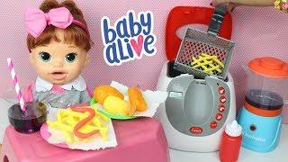 BABY ALIVE COMILONA SARA LANCHE Da TARDE Preparando Batatinha na Fritadeira de Brinquedo e Suco