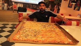 India's Largest Pizza - Eating Competition 😱