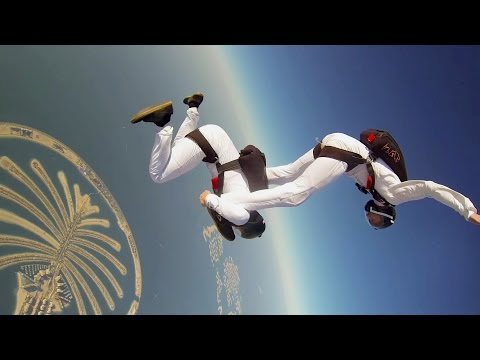 Synchronized Skydive in Dubai - True Must See