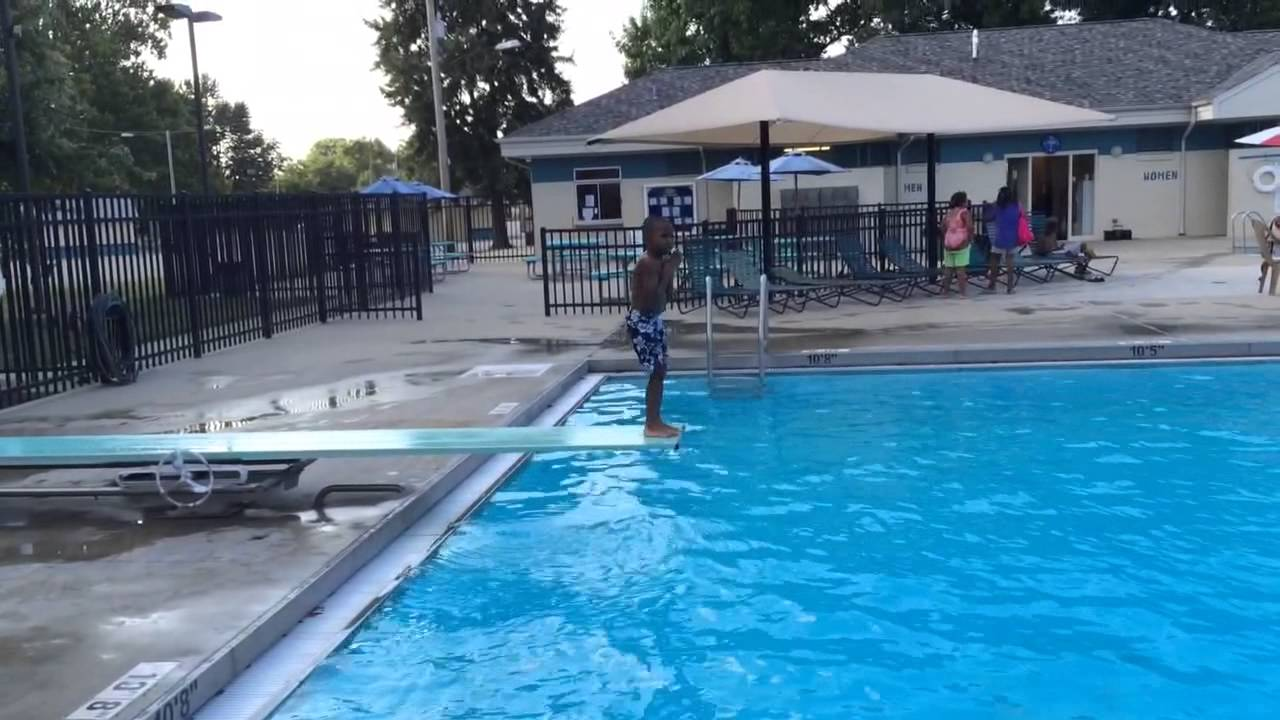5 year old swimming in water 10 feet deep youtube - How deep is the average swimming pool ...