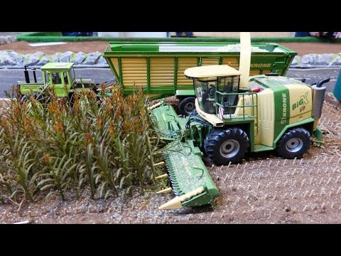 RC Siku Control 32 Tractor Action At Krone Farmworld