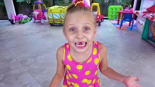 Alicia y papá encontraron una Caja con el bebé Eva