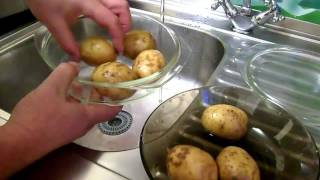 Картофель в мундире в микроволновке. Potatoes in the microwave
