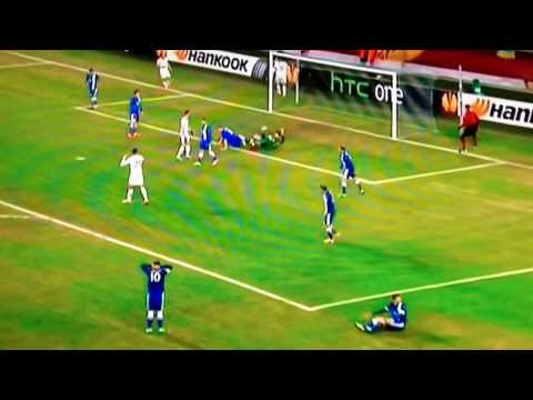 4 yard open goal miss from Roberto Soldado - FC Dnipro vs. Tottenham - 20/02/2014