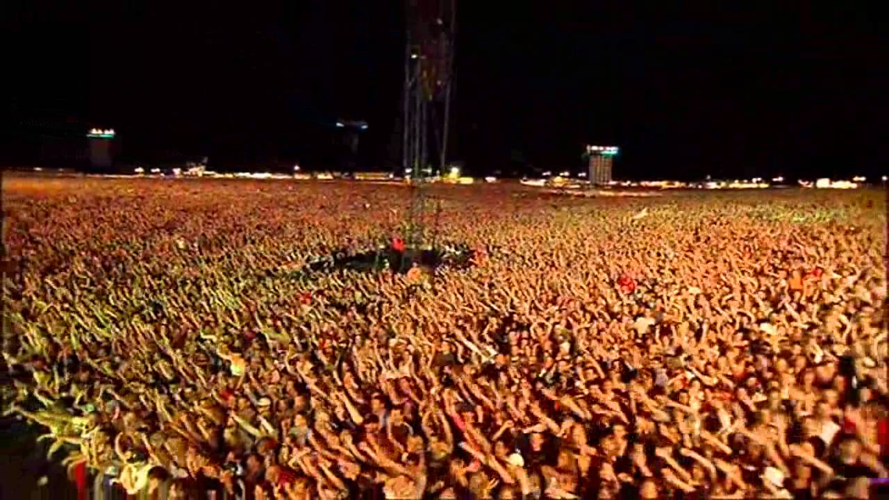 Robbie Williams - (Live at knebworth) amazing crowd! - YouTube