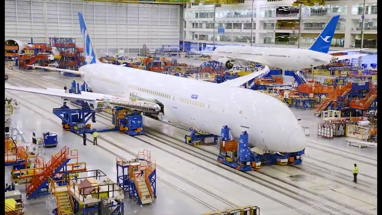 building the 787 The 787-9 itself is a stretch of the original 787-8 version, about 20 feet longer with an extended range of about 300 miles boeing lists the 787-8 has having a capacity of about 242 passengers in.