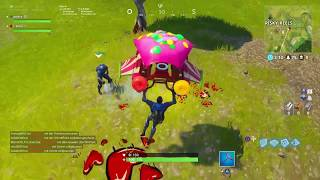 Fortnite Battle Pass Challenge (Search Between Scarecrow, Hotrod, Écran)