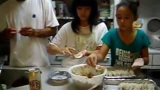 comida japonesa (pastel guioza)origem chinesa mais muito se come no Japao