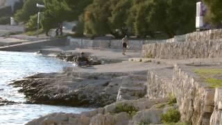 mosborn _ Kroatien Camping nördlich Split bei Trogir mit betonierten Liegeflächen am Meer