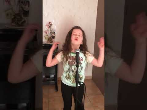 Emma 8 Ans Reprend Soprano Dans La Chanson Roule