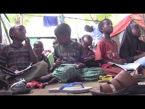 Studenten bringen Kindern in Somalia Lesen und Schreiben bei