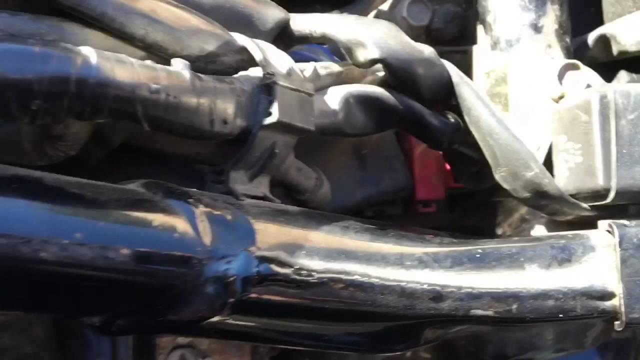 30 amp main fuse on 2006 Honda Shadow VT1100  YouTube