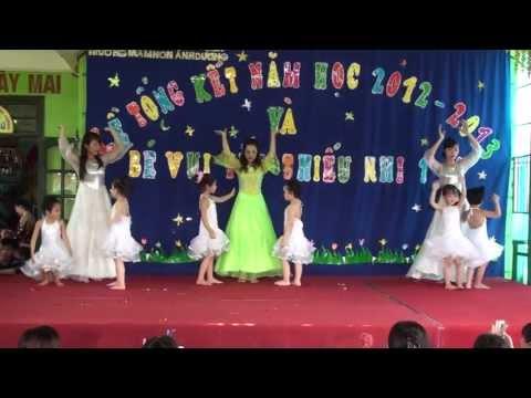Tổng kết năm học 2013 - MN Ánh Dương - Múa cô nuôi dạy trẻ 01373