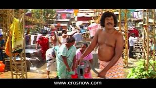 Vadivelu in a temple - Nagaram