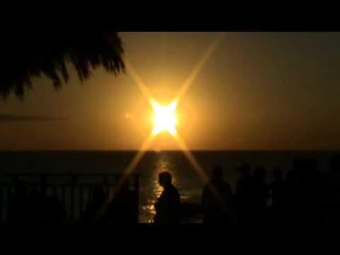 Weder gut noch schlecht - Eckhart Tolle from YouTube · Duration:  2 minutes 48 seconds