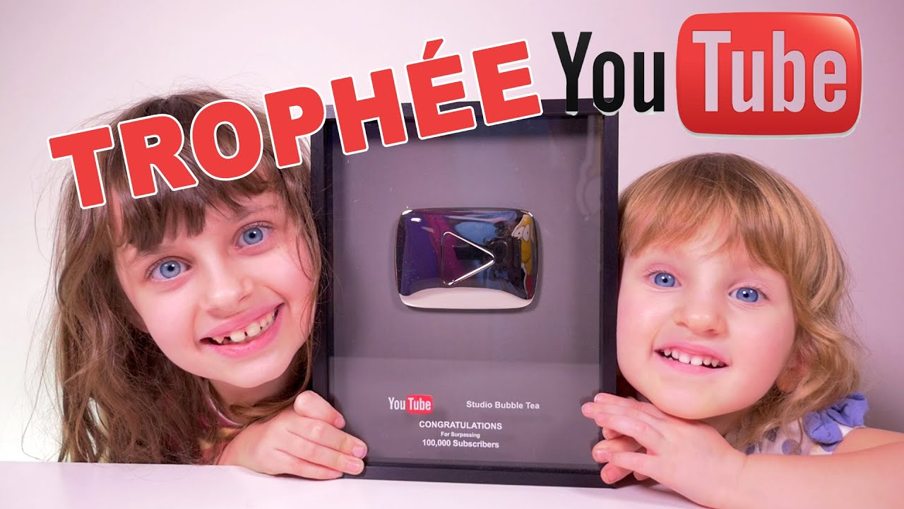 trophee troph e youtube 100 000 abonn s studio bubble tea unboxing silver play button youtube. Black Bedroom Furniture Sets. Home Design Ideas