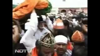 Video Amitabh Visit DARGAH SHARIF AJMER SHARIF INDIA.mp4 download MP3, 3GP, MP4, WEBM, AVI, FLV Juli 2018